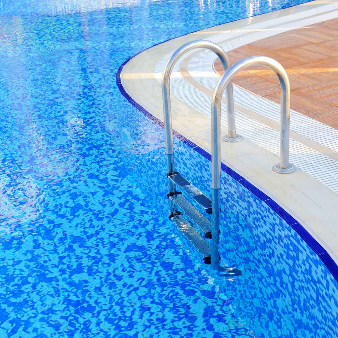 swimming-pool-with-stair